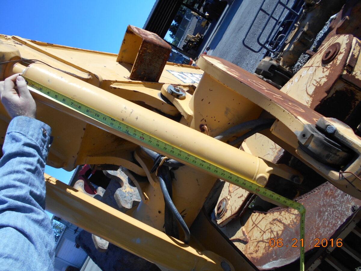 JD648GII Arch Cylinder PN-AH213319